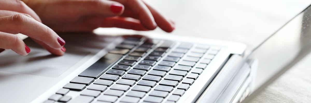 Ecuatorianos residentes en Murcia conocen oportunidades académicas en conversatorio online.