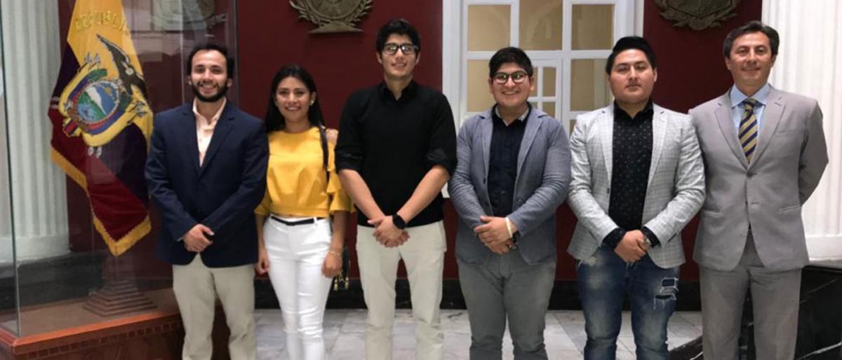 Estudiantes de Derecho UTPL presenta propuesta de Ordenanza en Loja