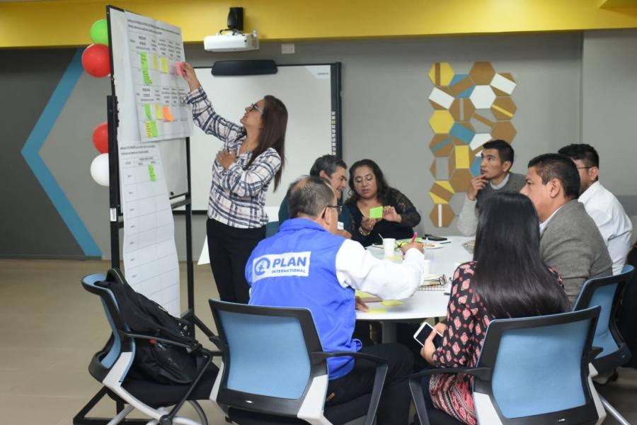 Miembros de mesa de educación debaten en encuentro en UTPL