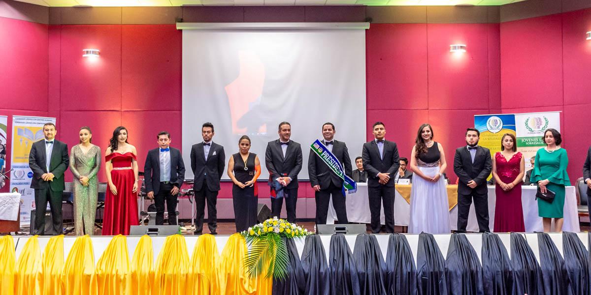 Estudiantes y docentes UTPL reciben reconocimiento CAJE