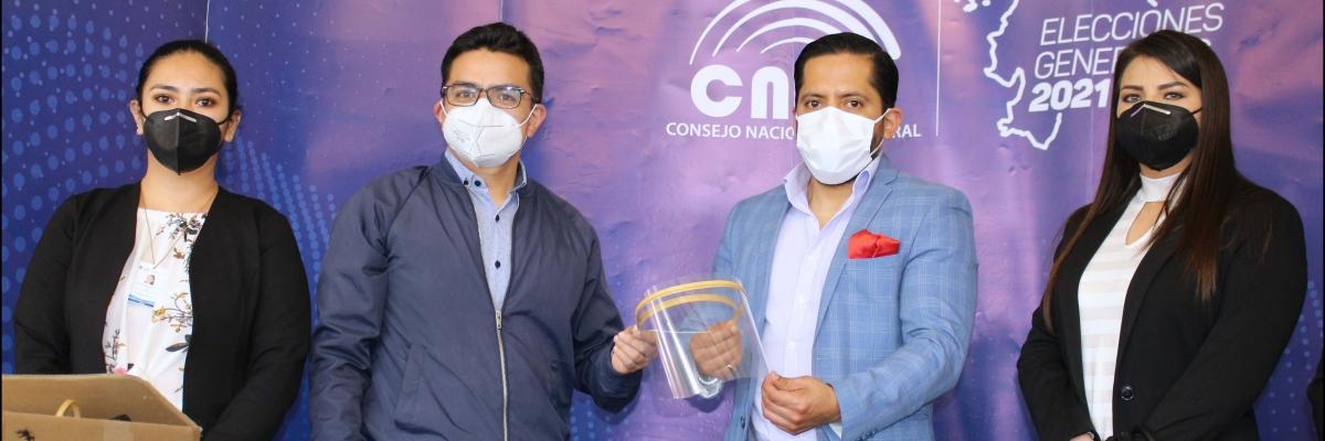 UTPL dona más de 6 mil protectores faciales