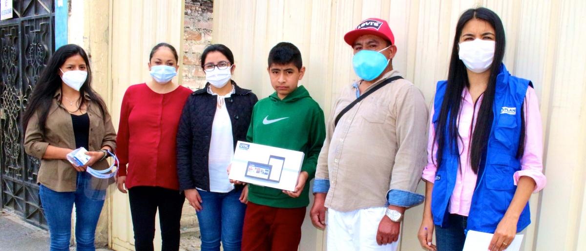UTPL dona 100 tablets y educa sobre ciberviolencia