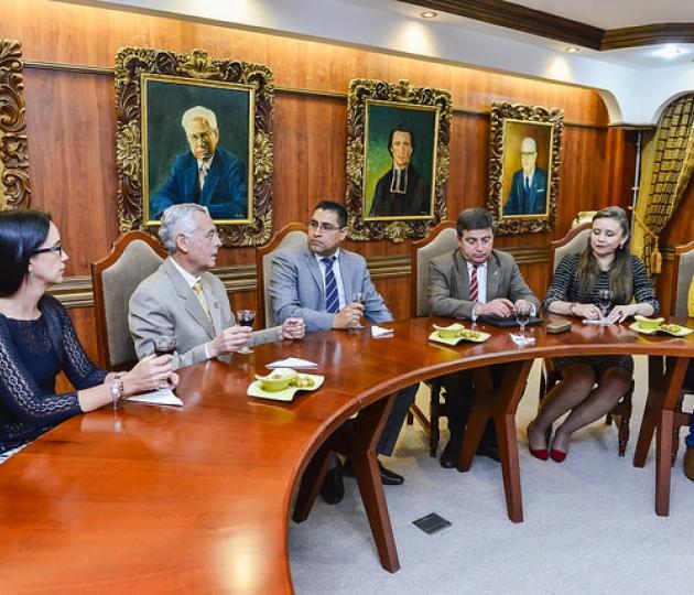 Posesión del Mgtr. Holger Hernán Quizhpe Castro, como Subcoordinador de la Titulación de Derecho