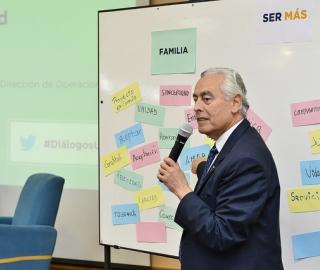 """Diálogos y Conexiones UTPL: """"Ser, familia y sociedad"""""""