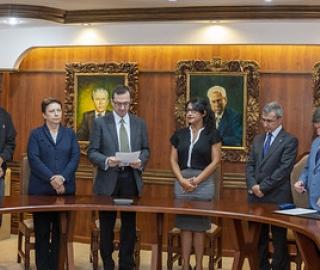 Designación y posesión de Directora General de Vinculación con la Sociedad