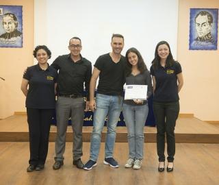 Escuela de liderazgo universitario para jóvenes