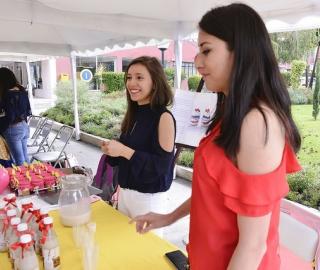 Feria de proyectos de estudiantes de la titulación de Economía