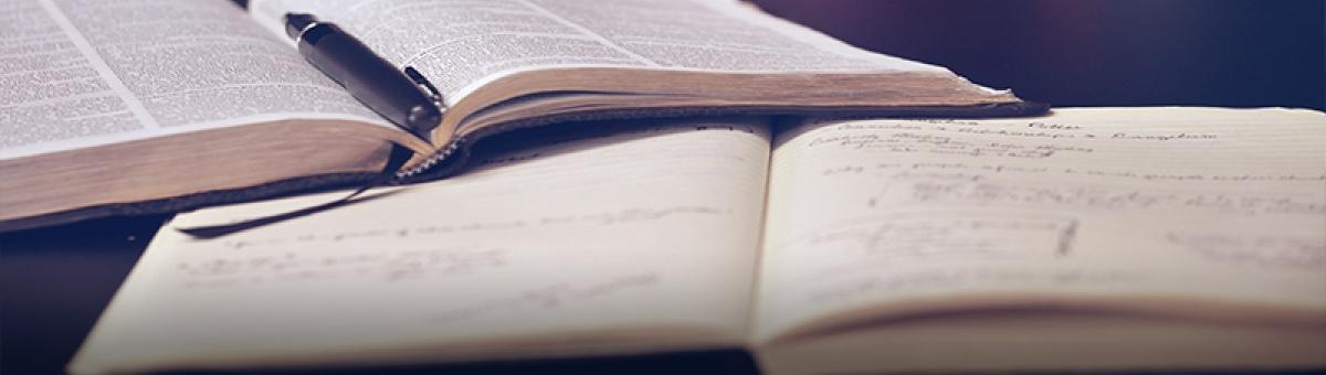 Graduados UTPL exponen sus libros