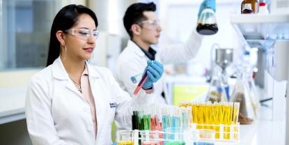 Características y cualidades de una mujer en la ciencia - UTPL