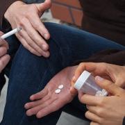 Causas para iniciar en el consumo de drogas lícitas e ilícitas - Investigación en Ecuador - OBASTAL UTPL
