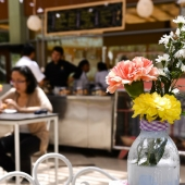 estudantes de gastronomia montan cafeteria